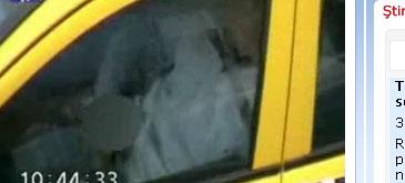 Un taximetrist face laba se masturbeaza in masina! te oftici ca pui cursorul aici?
