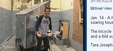 Cu casa pe tricicleta