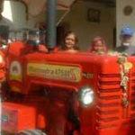 Prin India, cu tractorul…