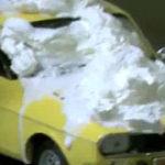Un profesionist isi curata masina de zapada (2)