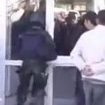 """""""Deschideti, politia!"""" iar usa s-a deschis!"""