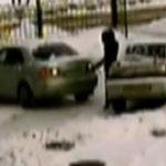 Femeia la volan (41) – doua blonde fac o parcare