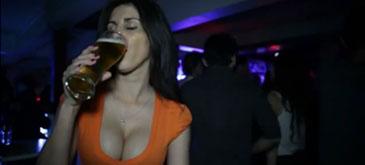 Asa isi bea o femeie berea in 60 de secunde