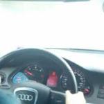 Un copil rus conduce masina lu' ta'su cu 100 km/h