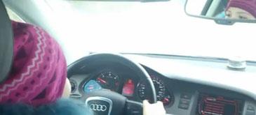 Un copil rus conduce masina lu' ta'su cu 100 kmh