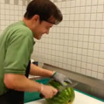 Practic (4): Cum sa tai (portionezi) un pepene in doar 30 de secunde