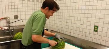 Cum sa tai (portionezi) un pepene in doar 30 de secunde