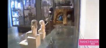 O statuie o ia la fuga printr-un muzeu