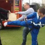 Probabil cea mai penibila demonstratie de arte martiale ……