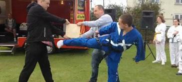 Probabil cea mai penibila demonstratie de arte martiale