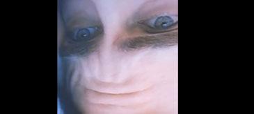 Fruntea lu' Joaquin Phoenix e vedeta
