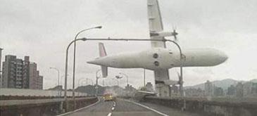 Imagini socante cu prabusirea zborului TransAsia ATR 72-600