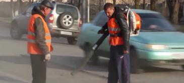 Asa se aplica asfaltul in Rusia (2)