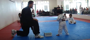 Prima centura din Taekwondo pentru acest bebelus