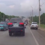 Acest sofer a gasit solutia prin care evita blocajul in trafic