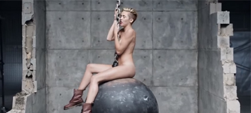 Wrecking Ball fara muzica