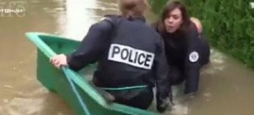 Trei politisti intr-o barca